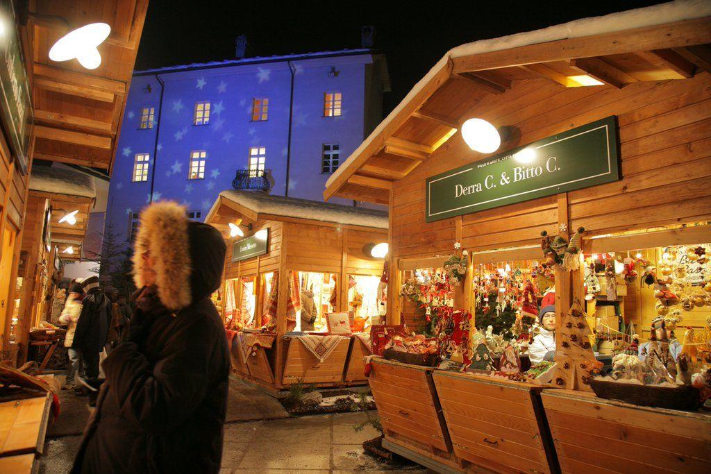 Dal 28 novembre iniziano i Mercatini di Natale a Aosta: http://bit.ly/aosta-mercatini-natale… #mercatinidinatale #natale #natale