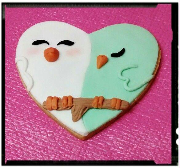 Galleta corazón pareja de pájaros enamorados. http://ditartas.com/