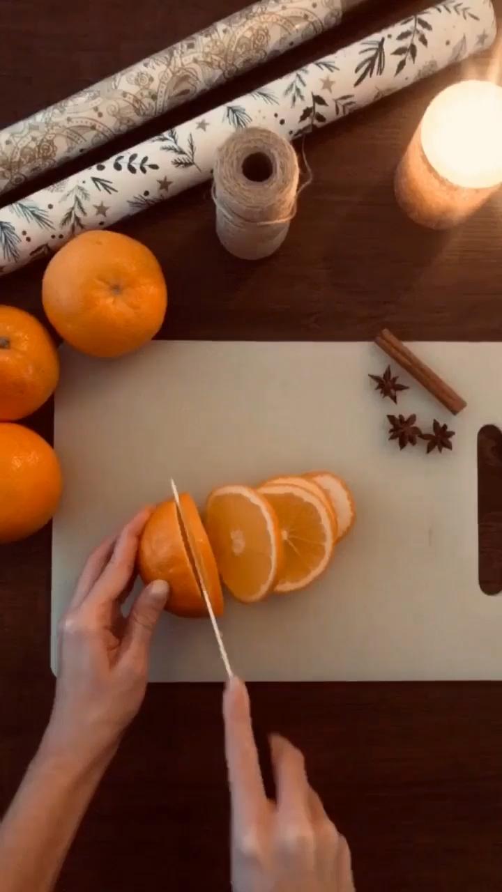 Weihnachtsdeko aus getrockneten Orangen