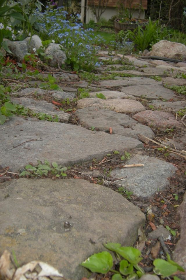 8 natural stone pathways to inspire your yard natural Natural stone walkways