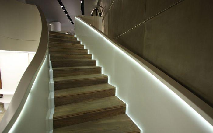 Beleuchtung Treppenhaus lässt die Treppe unglaublich schön ...