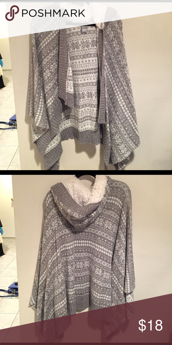 AERIE hooded winter poncho Gray and white poncho with fur hood, never worn, new with tags! aerie Sweaters Shrugs & Ponchos