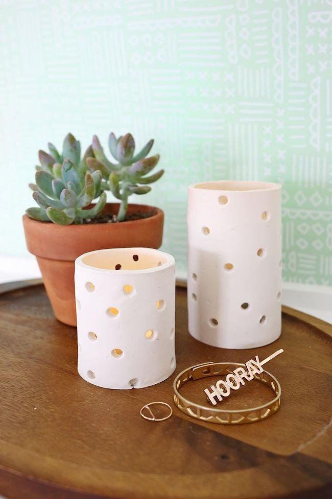 Portavelas minimalistas con pasta de moldear - Macetas de porcelana ...