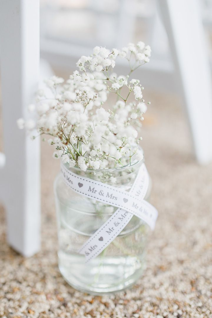 Gypsy baby breath in mason jar decorated along the wedding aisle | fabmood.com #weddingdecor #aisle #babybreath #gypsyflowers