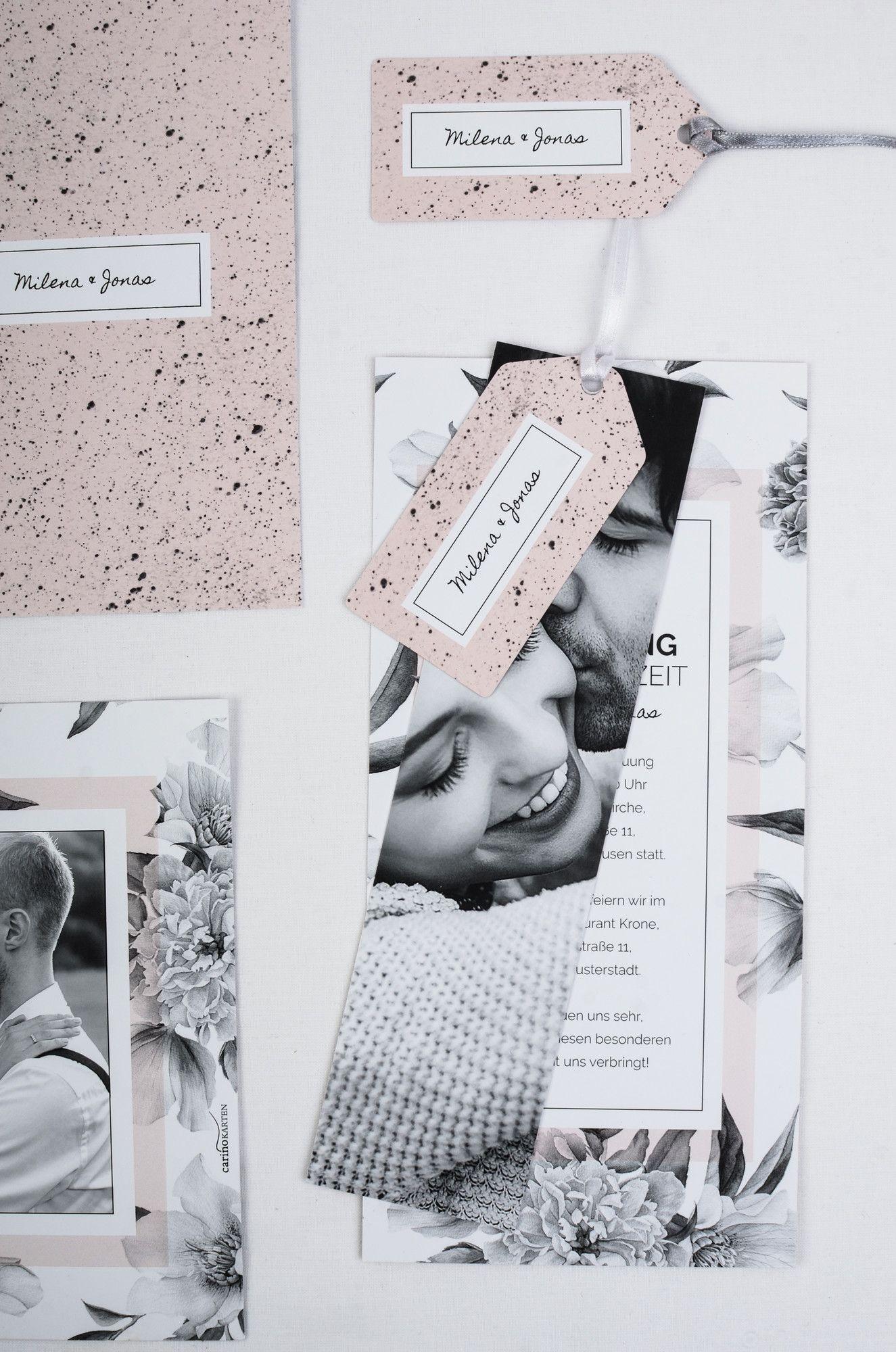 Invitación de boda moderna como una tarjeta en un diseño floral