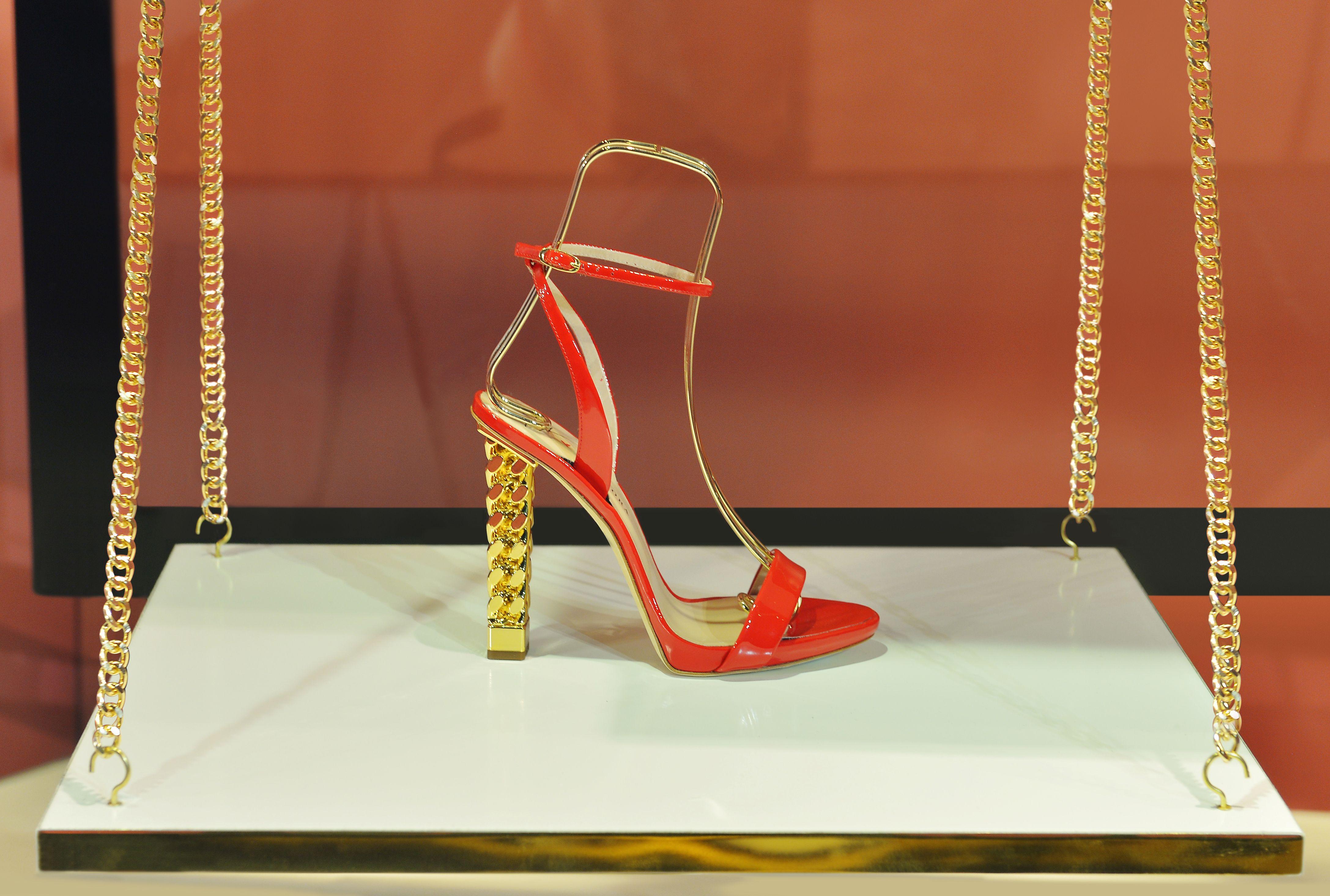 e1e33093e3e The CATHY sandal—features the collection s signature chain link heel.   GiuseppeZanotti  GZSS19  ritaora  RitaOra