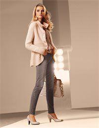Angesagte Wasch-Effekte verleihen der Jeans den New Look! Ihren hervorragenden Tragekomfort und passgenauen Sitz erhält die Hose durch die hochwertige Denim-Qualität mit Stretch-Anteil. Kombistark die superschmale Slimline-Jeans in klassischer Five-Pocket-Form und wertvoller Verarbeitung. Formbund mit Gürtelschlaufen, Knopf und verdecktem Front-Zipper. Die harmonische Farbkomposition macht die Five-Pocket-Jeans zum perfekten Partner aktueller Natural-Styles.