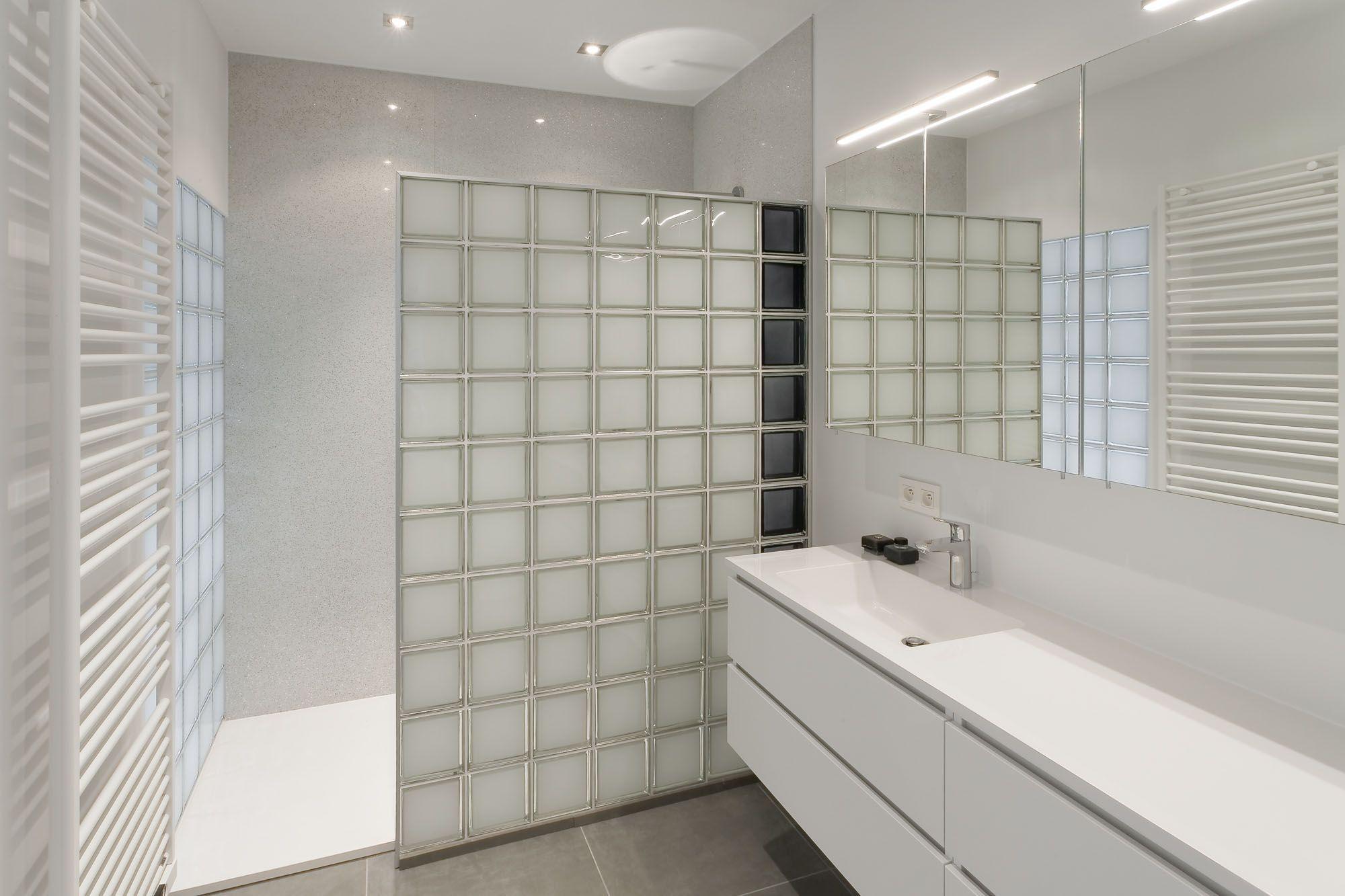 Glasblokken In Badkamer : Plaats zelf een douchewand in glasblokken glazen bouwstenen