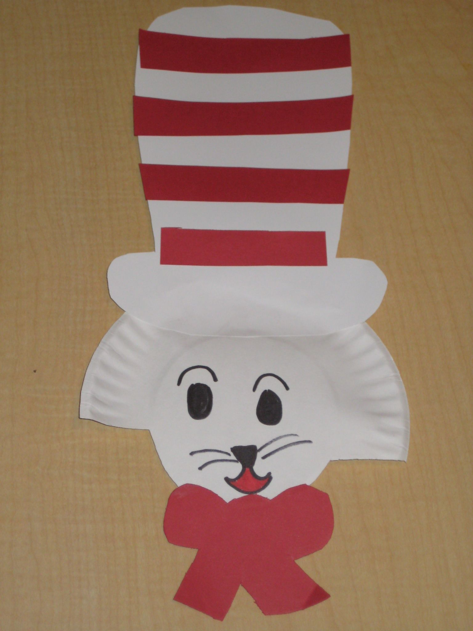 Cat In the Hat Dr. Seuss craft. Small paper plate bow and hat template & Cat In the Hat Dr. Seuss craft. Small paper plate bow and hat ...