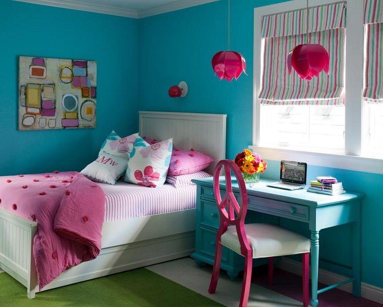 Cama blanca sillas rosa y escritotio azul de madera for Sillas para habitaciones