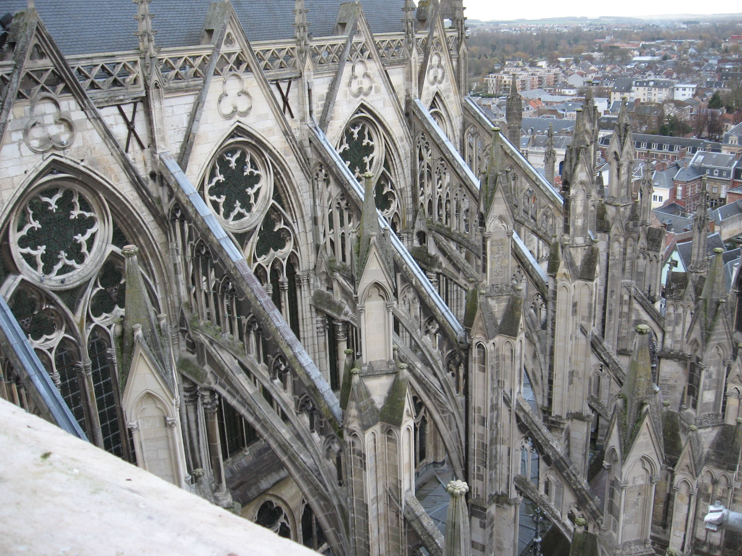flying buttress typical of gothic architecture  washington  - gothic architecture cathedrals   the apse cathedral notredame ofamiens