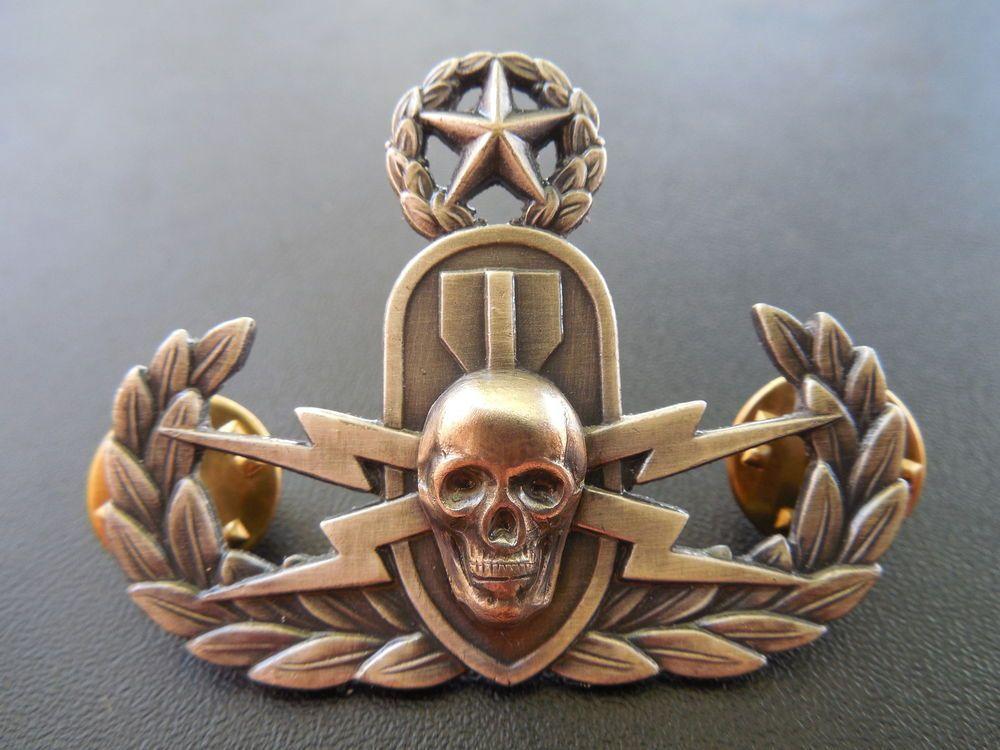 Explosive Ordnance Master Skull Badge Eod Bomb Disposal Crab