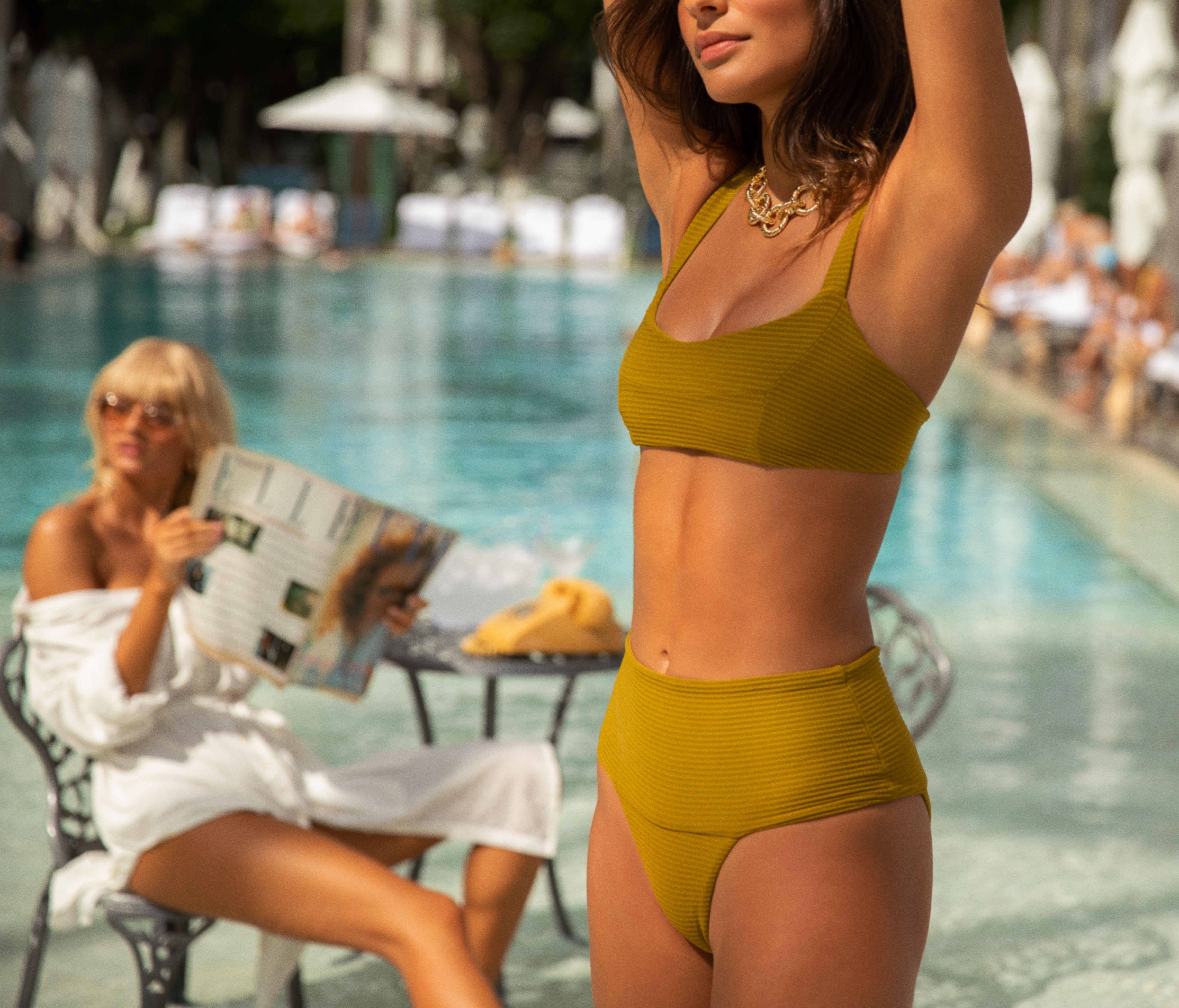 L Space Womens Harper Red Ruffled Plunging Beachwear Bikini Swim Top L BHFO 9276