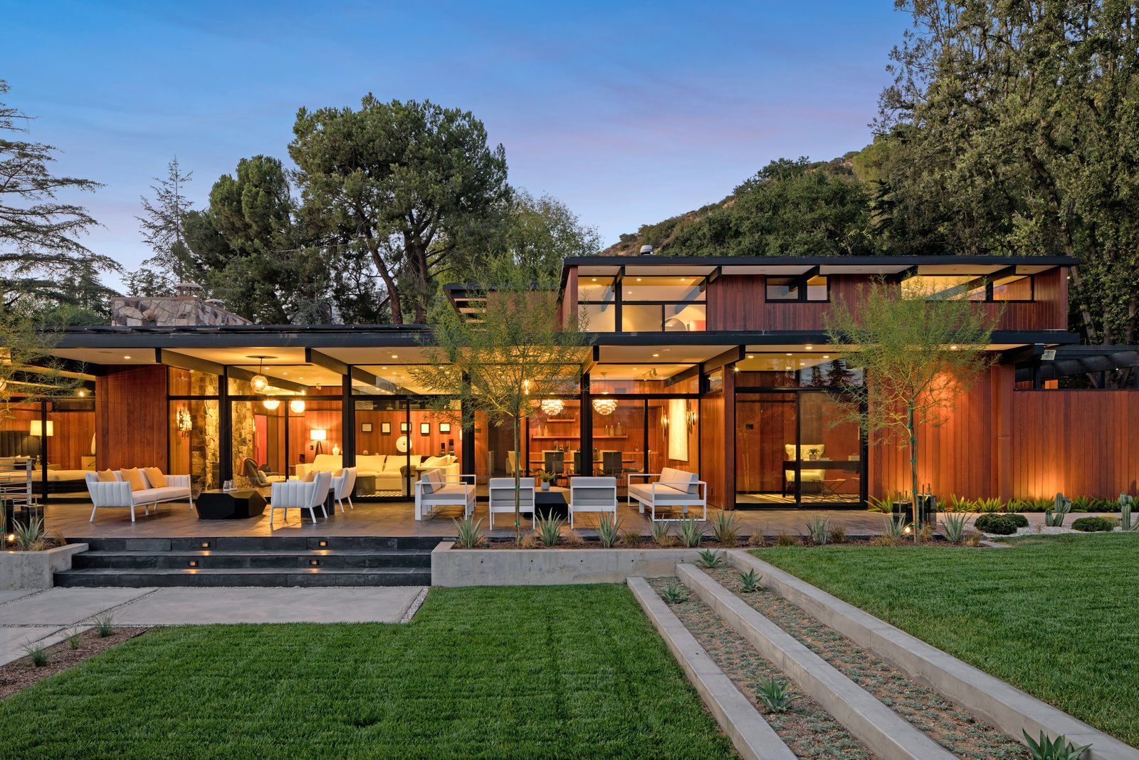 Set in the foothills of La Canada Flintridge, California, this 5,000-square-foot home composed of glass, steel, redwood, and stone was renovated for modern functionality while remaining sensitive to the surrounding landscape.