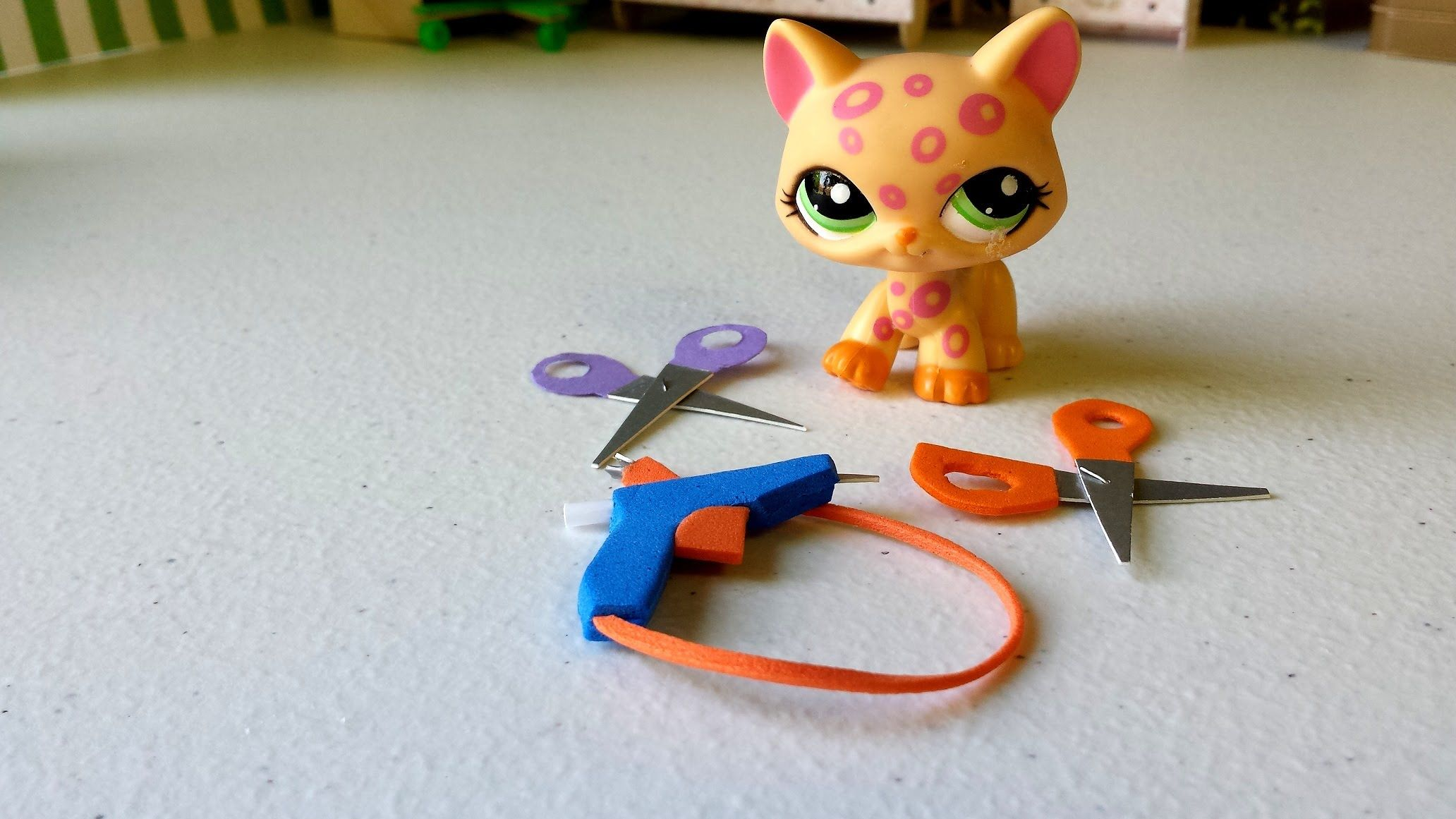 How to make tiny craft supplies hot glue gun scissors for Hot glue guns for crafts
