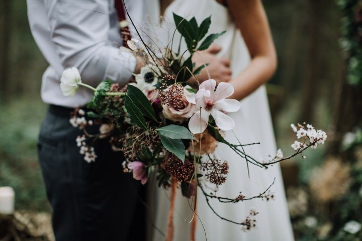 Beautiful blush and dark red wedding bouquet for woodland wedding | fabmood.com #wedding #woodlandwedding #weddingbouquet