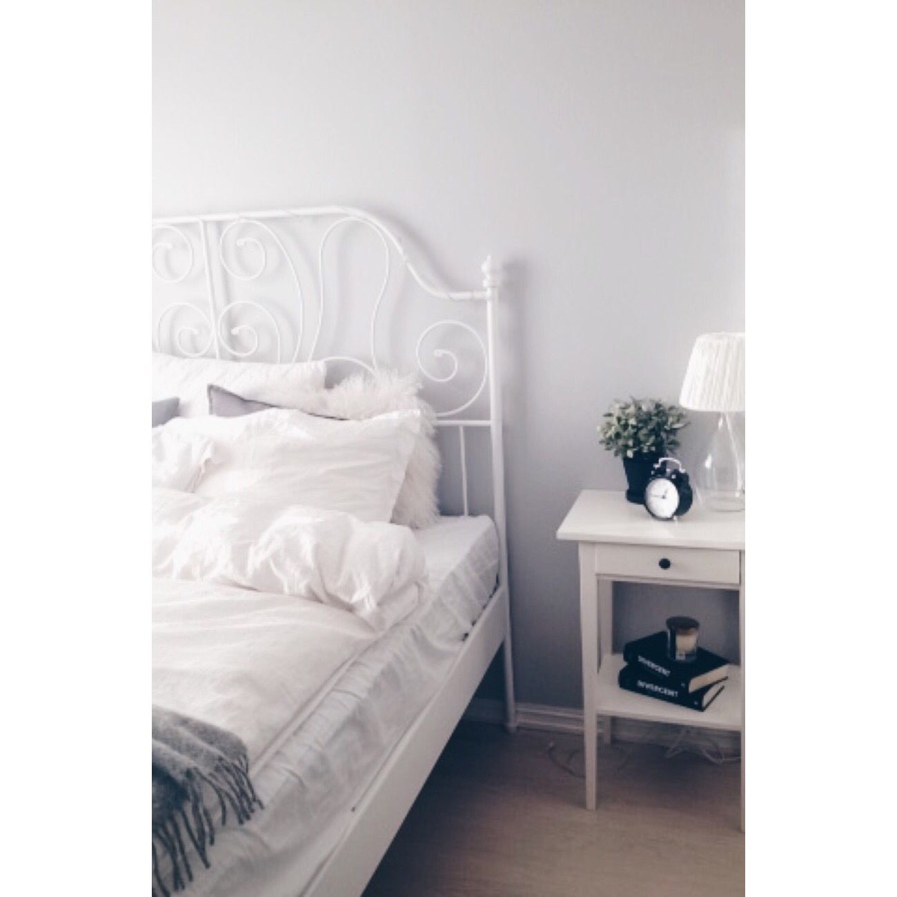 Room inspiration tumblr leirvik bed ikea kleidung pinterest - Tumblr zimmer ikea ...