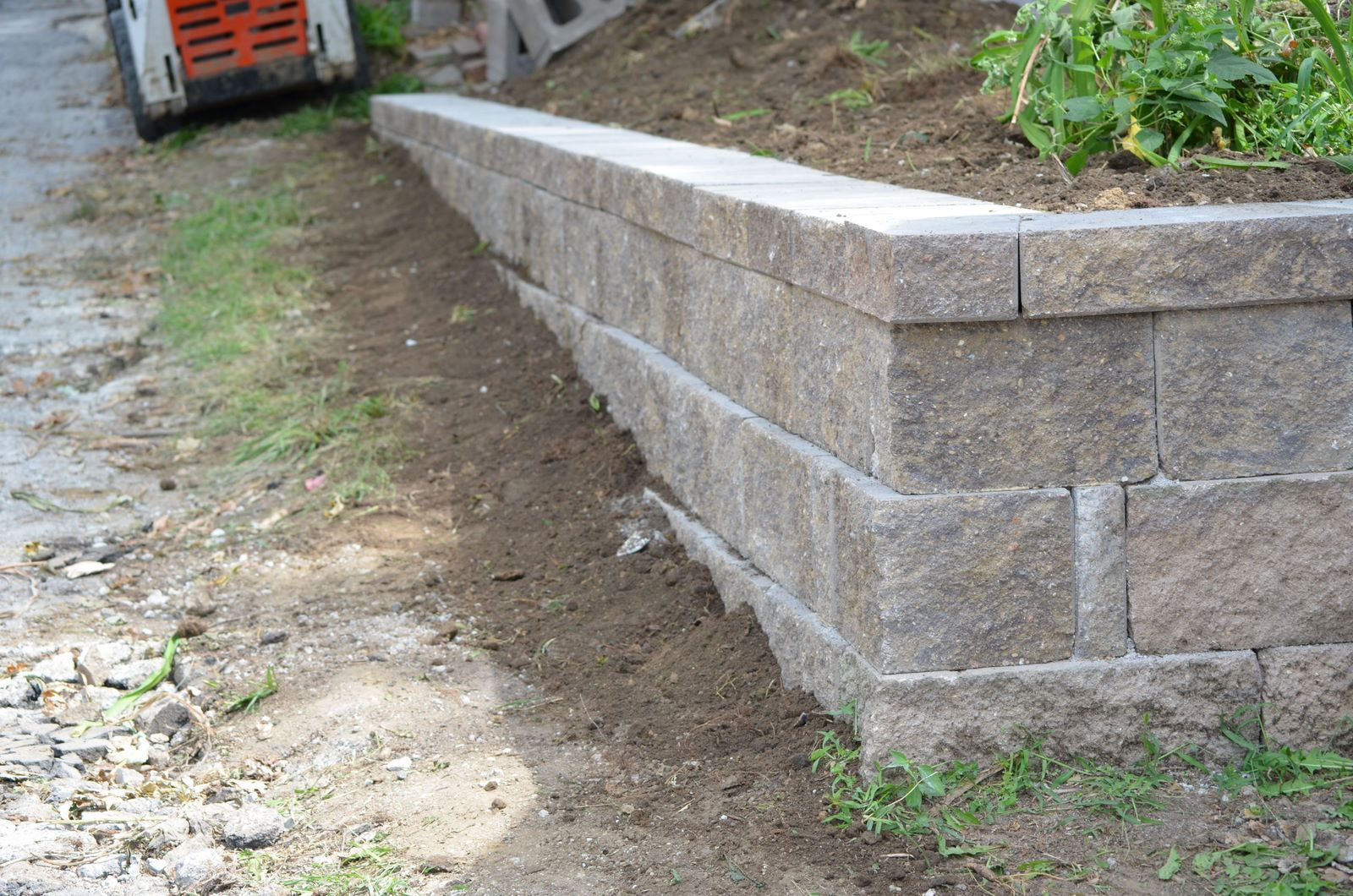 Retaining Wall Landscaping With Cement Big Blocks Sloped Backyard Landscaping Retaining Walls Retaining Wall Design