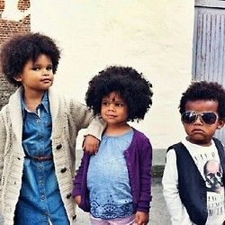 Our favourite fro trio! Absolutely adorable! Thanks for sharing @chichiromeoandme  #teamnatural #naturalhair #nhd  (Taken with Instagram)