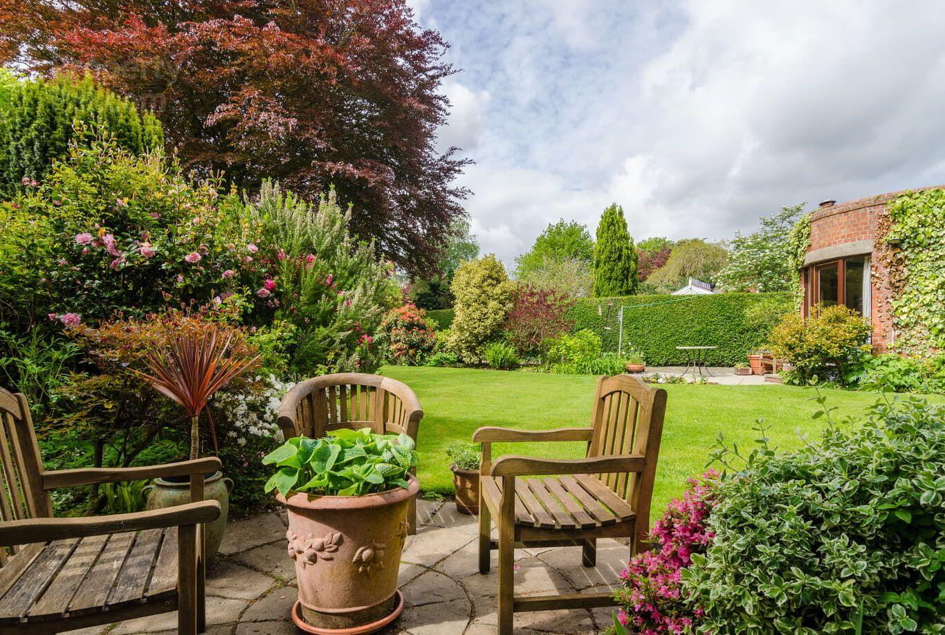 37 Adelaide Park, Off Malone Road, Belfast Small garden