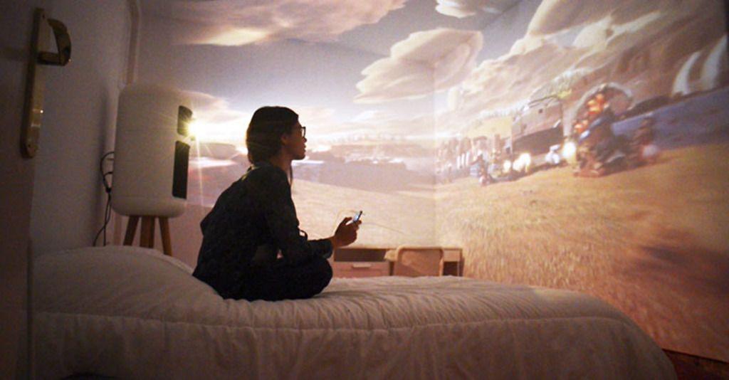 壁や天井をスクリーンに 部屋全体を使ったvr体験をもたらす
