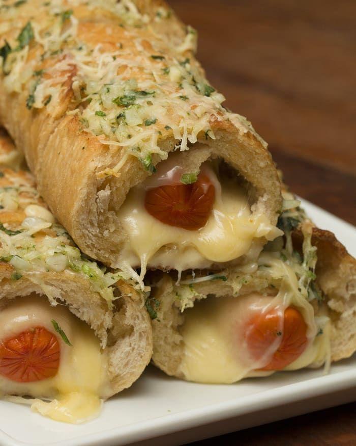Que tal um hot dog no pão de alho?