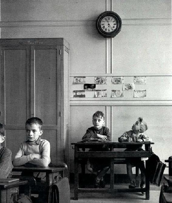 Robert Doisneau: La Pendule, Paris, c. 1957.