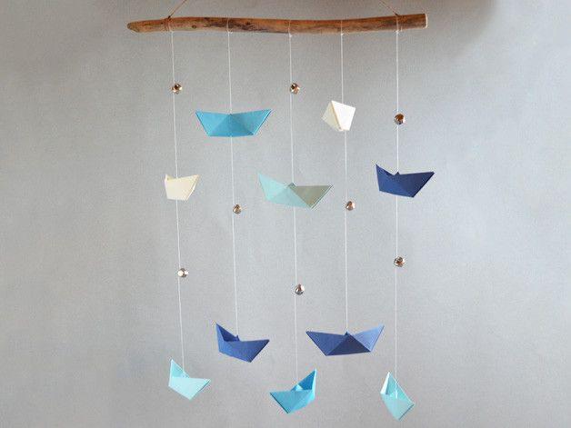 traumf nger mobiles klingendes origami mobile schiffe blaut ne ein designerst ck von. Black Bedroom Furniture Sets. Home Design Ideas