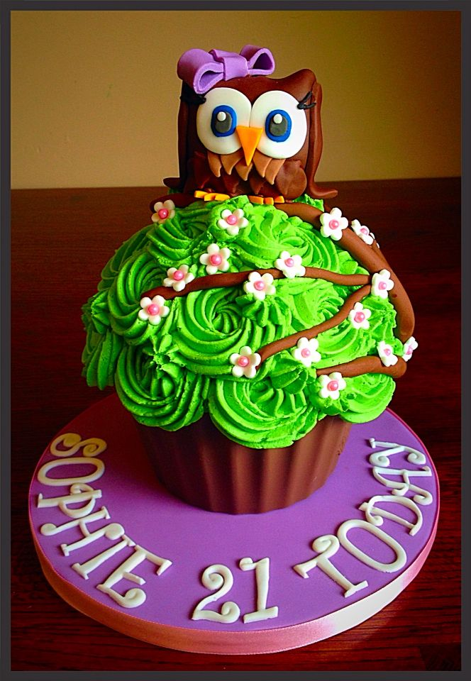 Giant Owl cupcake would be nice with two owls A big owl and