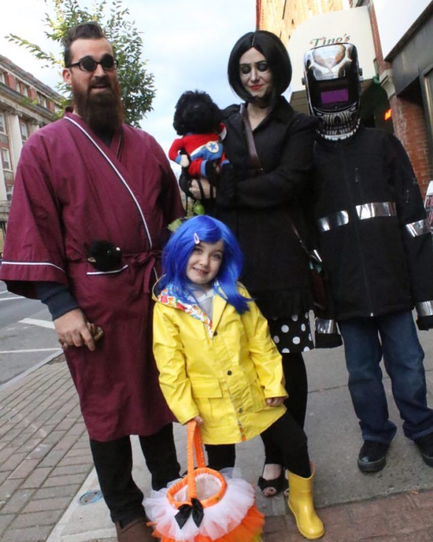 Diy Coralines Other Father Costume Ideas For Men Maskerix Com Vater Coraline Halloween Kostume Familie
