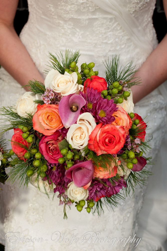 Such a happy bridal bouquet!