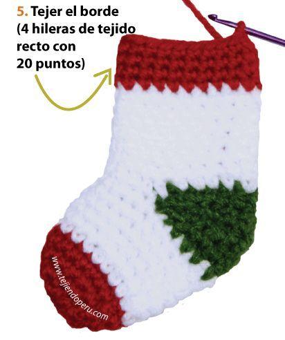 Botitas o medias de navidad tejidas a crochet christmas for Adornos navidenos tejidos a crochet 2016