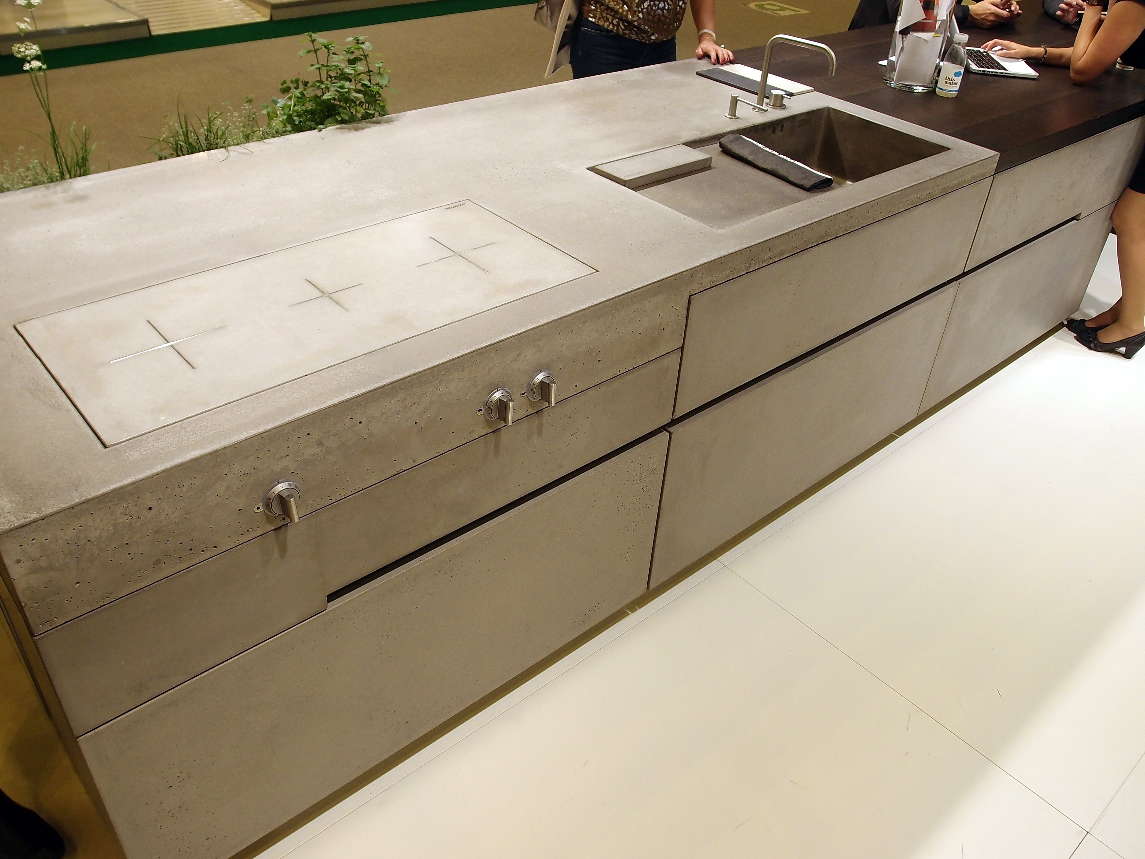 Cool concrete kitchen by steininger with induction cooktop for Steininger kuchen