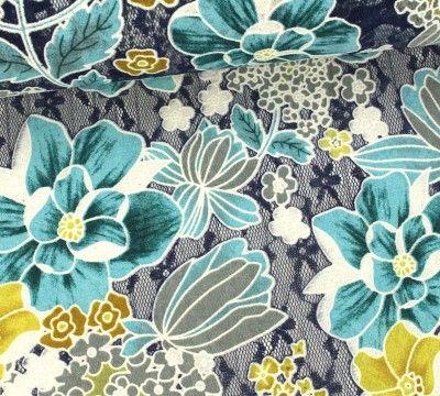 Spitzenstoff mit Blumenmuster / #stofftrends #stoffe #nähen ...