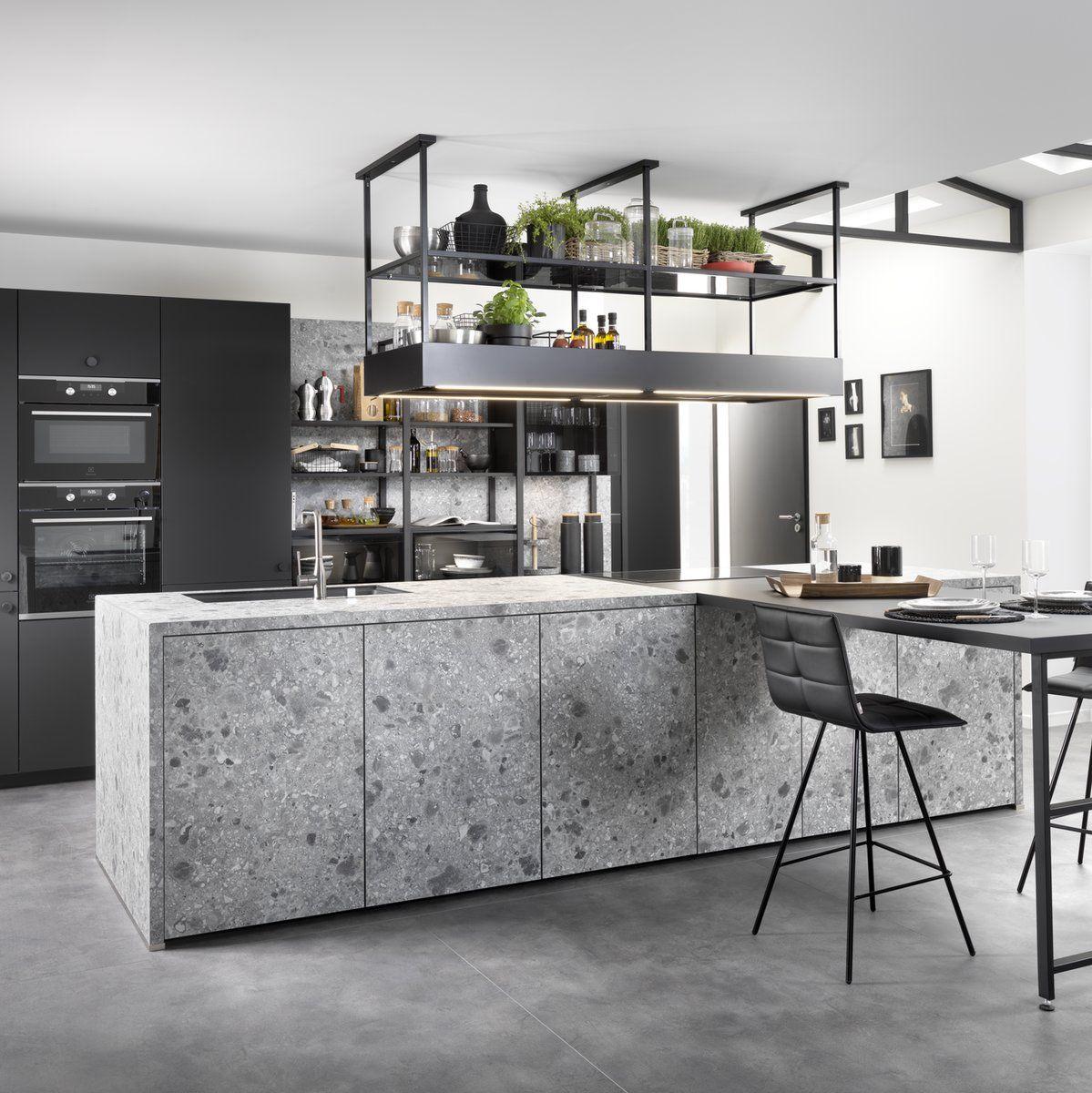 Cuisine Noire Avantages Inconvenients Pour Bien Choisir Blog Schmidt En 2020 Meuble Cuisine Interieur De Cuisine Cuisine Contemporaine