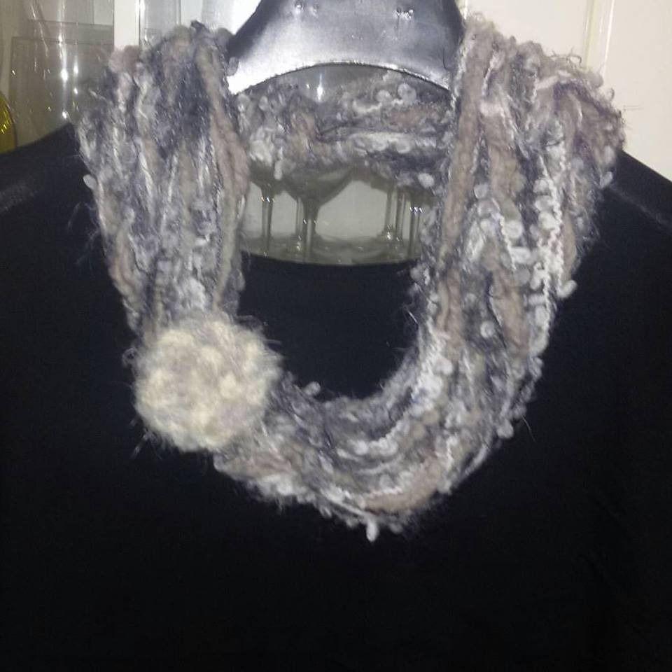 Sciarpa collana realizzata ad uncinetto con filato misto lana multicolore : Sciarpe, foulard, cravatte di coccoledilana