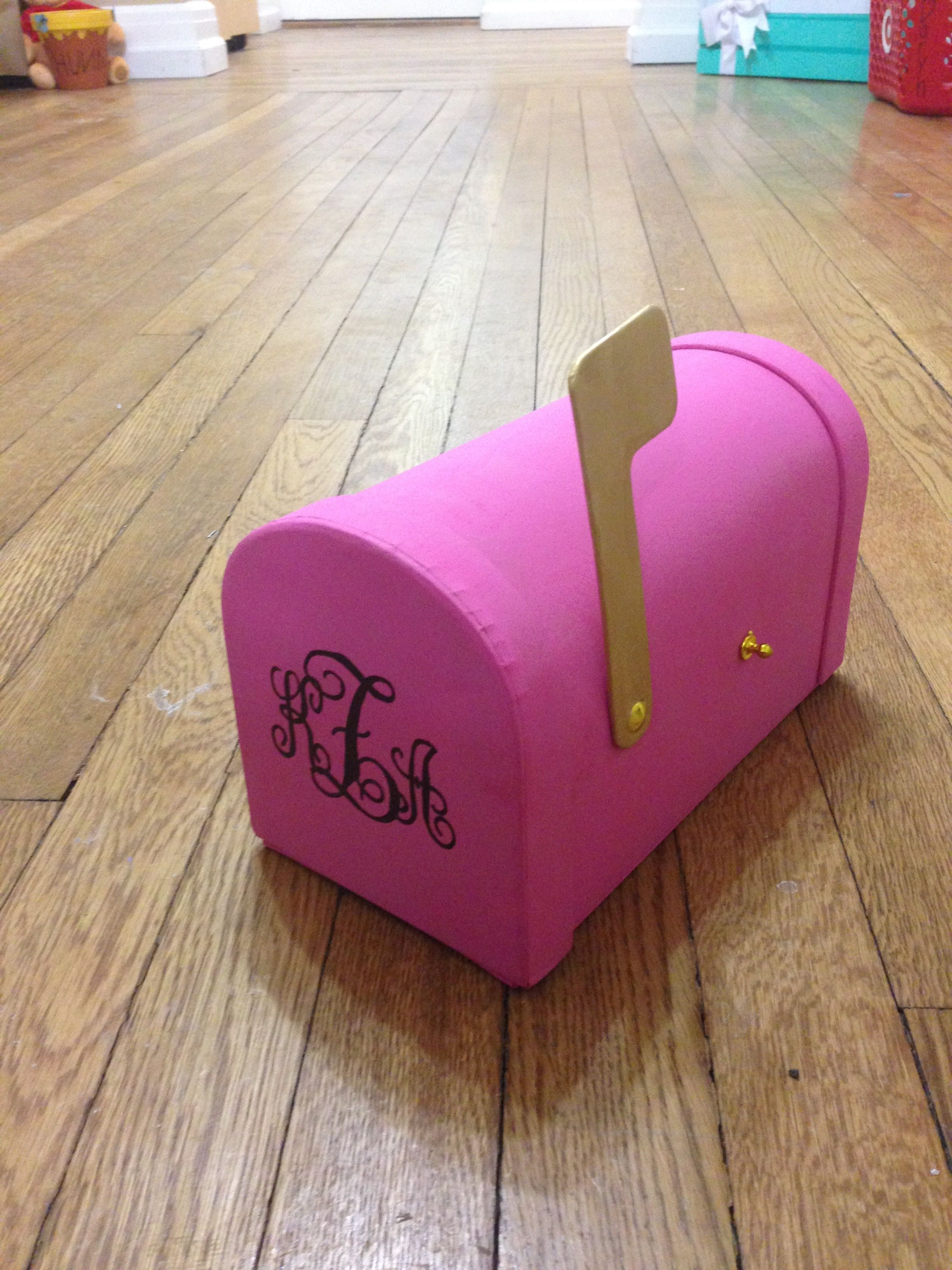 Part of my little's clue box included this mailbox with her monogram on the front.  Big, Little, Dphie, Delta, Phi, Epsilon, Sorority, Craft, Mailbox, Monogram