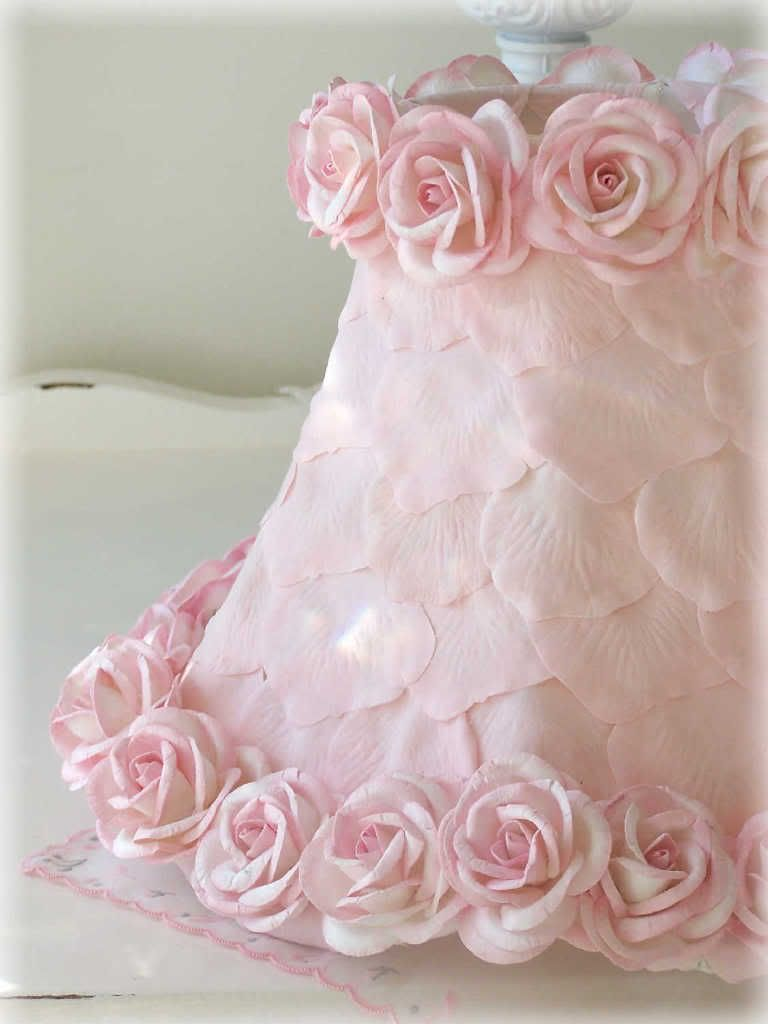 Lampade Shabby Chic Pinterest.Lamp Shade With Pink Petals Roses Cragts Pinterest