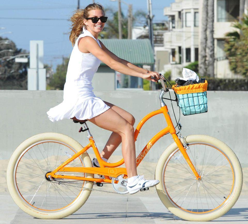 Fitness: Stars auf dem Fahrrad   Fahrradmode, Fahrrad und