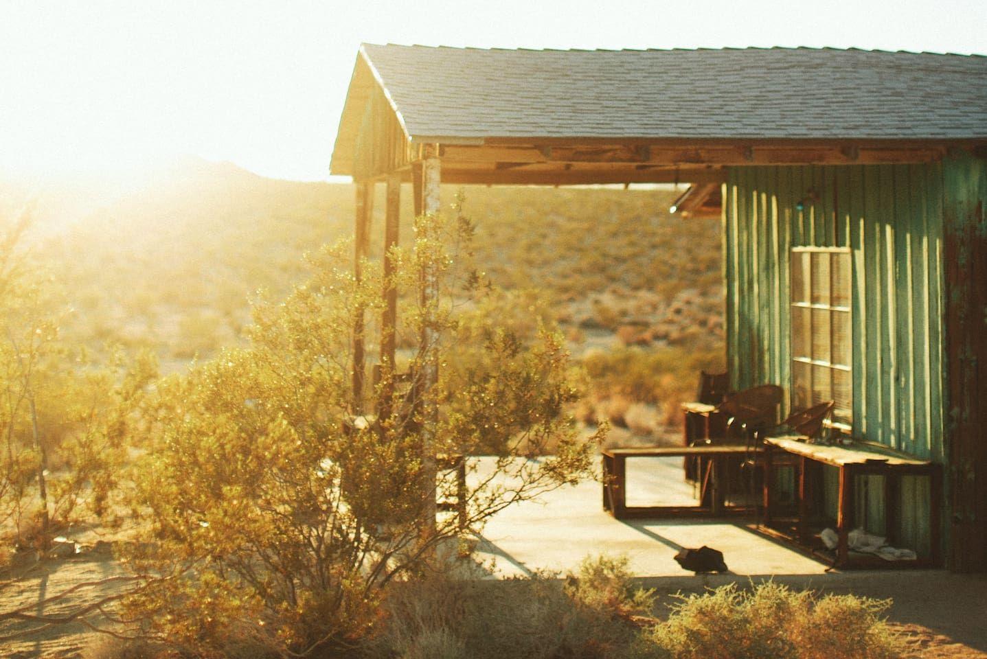 Joshua tree homesteader cabin cottages for rent in