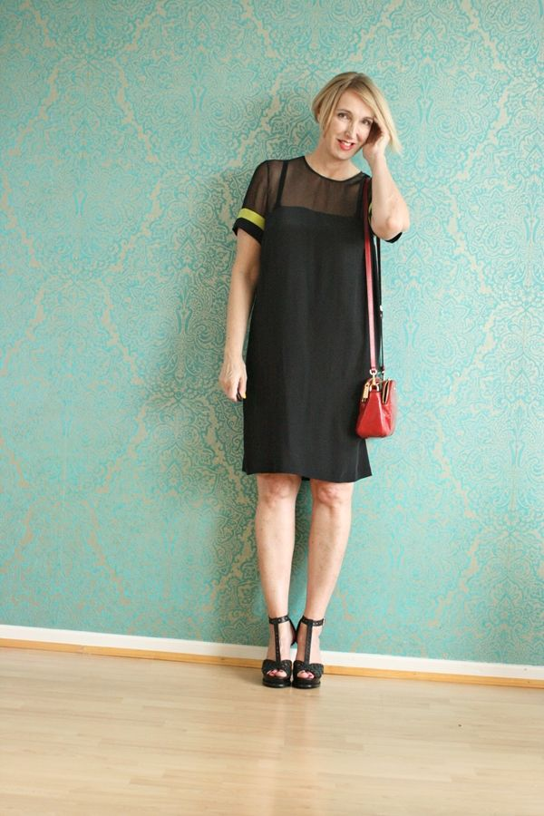 Kleines schwarzes Kleid aus Seide für den Sommer | Schwarzes kleid ...