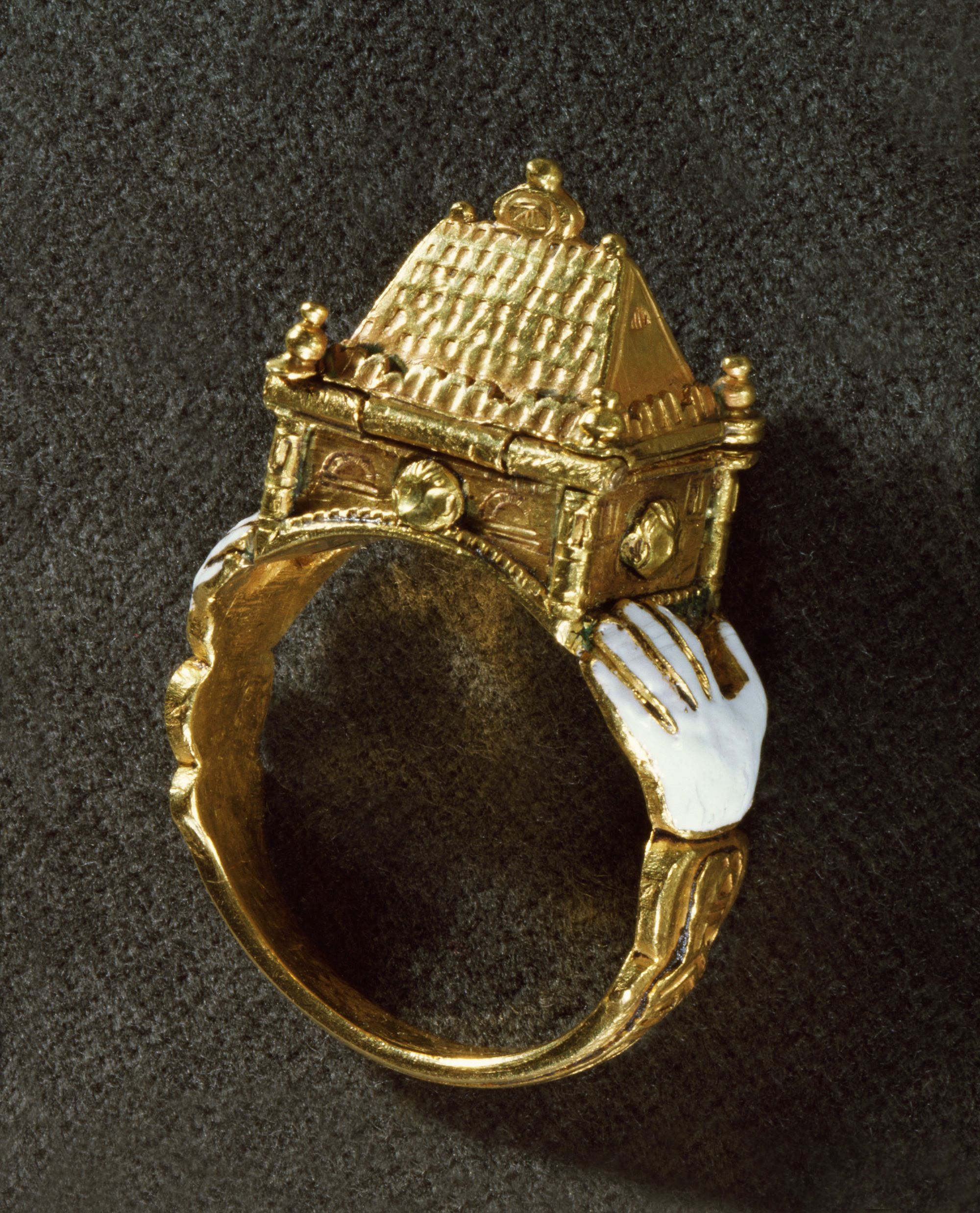 Pin Maria Dolores Fernandez Antique Jewelry 500