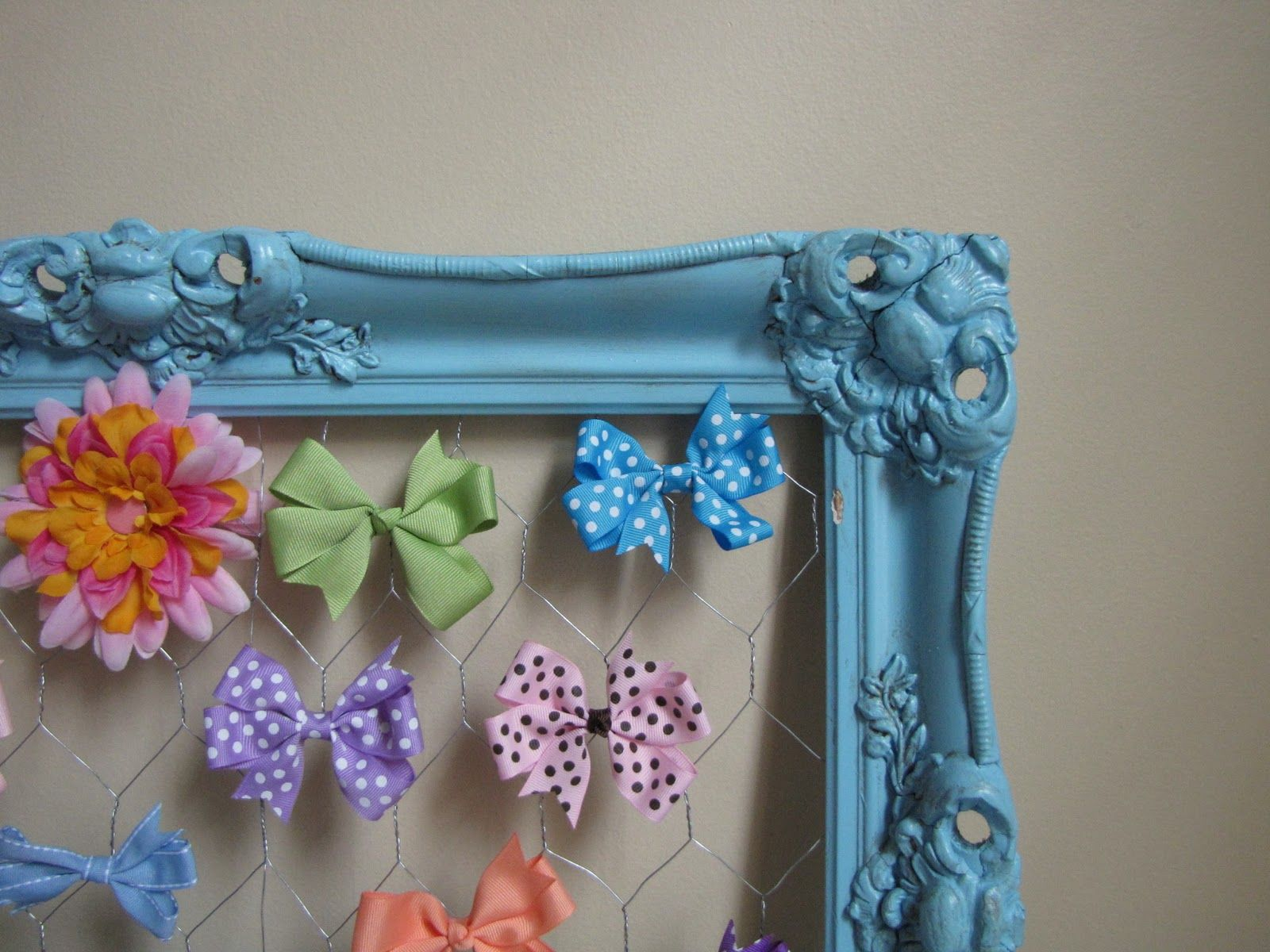 How to organize hair bows - Organize Hair Bows With Chicken Wire Yes I Definitely Need To Do This