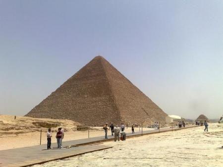 Me encantaria poder ir a la punta de la piramide!!! como transformers jaja