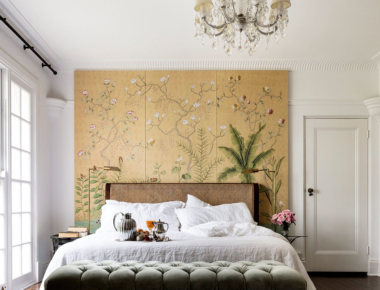 Sans Soucis\' design in standard design colours on Crackled Gold ...