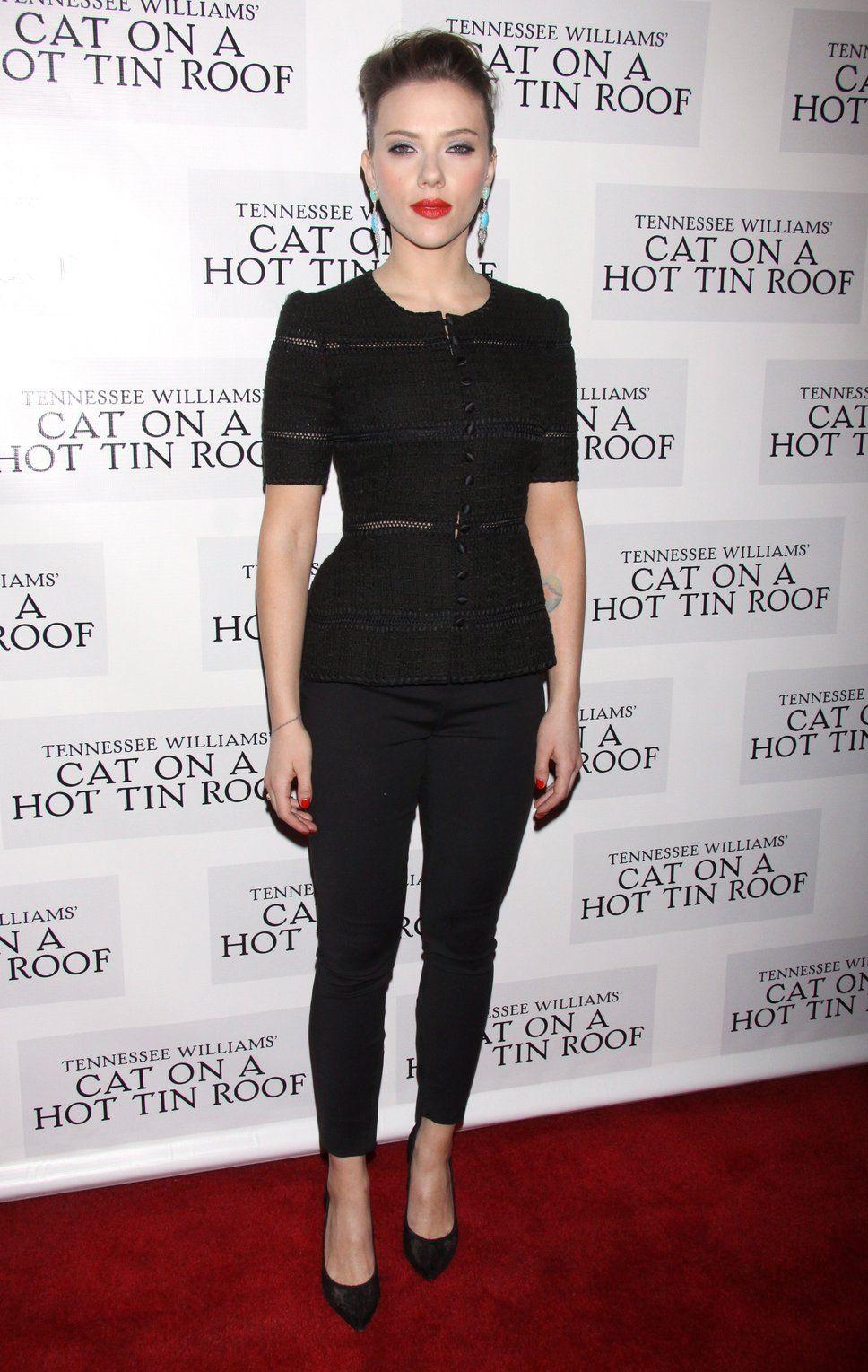 Black dress lipstick - Black Dress And Earrings Turquoise Scarlett Johansson Red Lipstick Turquoise Earrings Hair