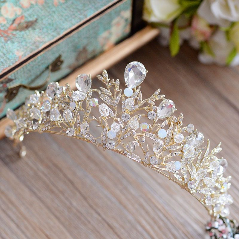 Bavoen High Quality Shinny Crystal Drop Water Crown Tiara Leaf shape Brides Headbands Evening Hair Accessories-in Hair Jewelry from Jewelry & Accessories on Aliexpress.com | Alibaba Group #eveninghair > CLICK IMAGE TO BUY < High Quality Shinny Crystal Drop-Water Crown Tiara Leaf shape Brides Headbands Evening Hair Accessories -- View this trendy piece in details on AliExpress.com. Just click the image. #crowntiara