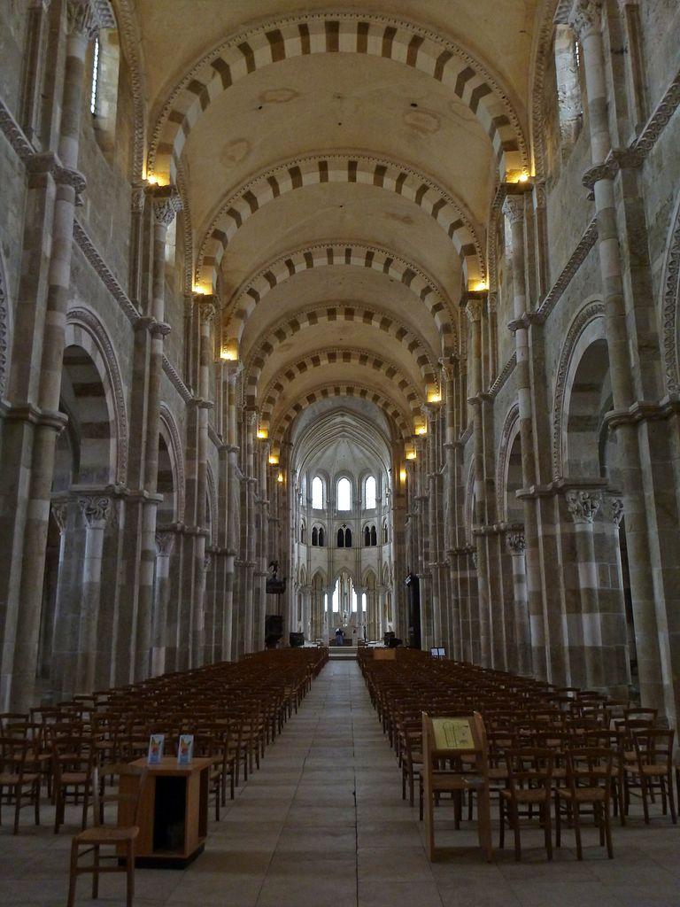 Resultado de imagen de iglesia de la magdalena de vezelay