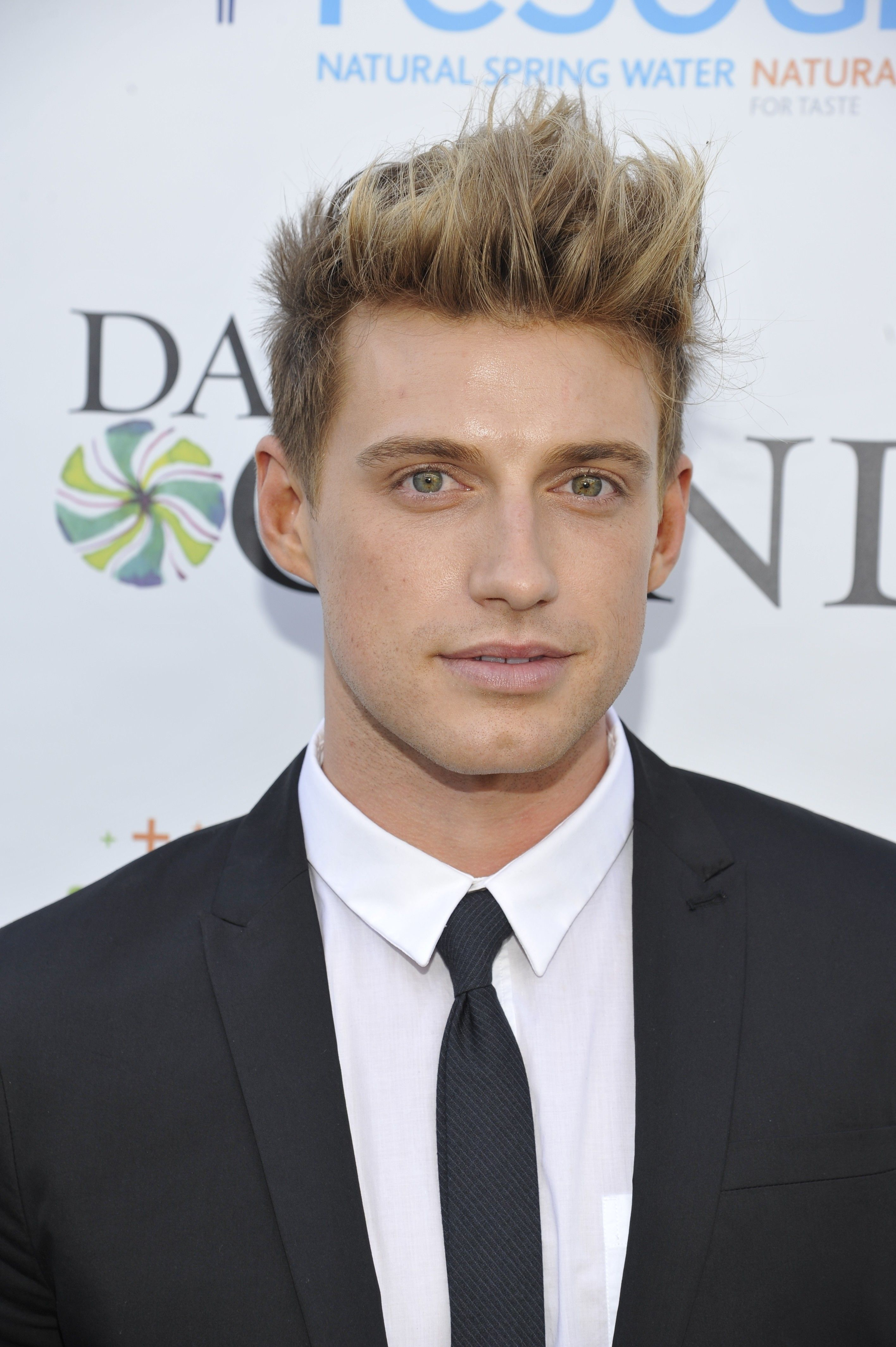 Jeremiah Brent Gives Easy, DIY Tips on How to Style YourSpace
