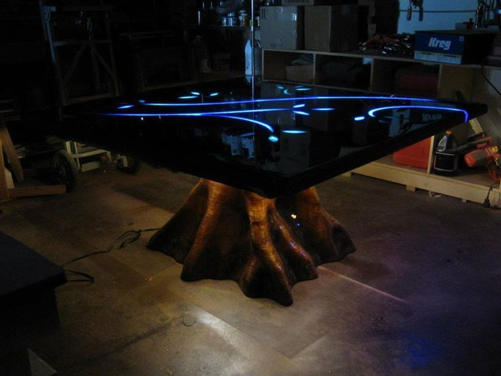 Tree stump table with coloured glow in the dark epoxy - Glow in the dark resin table ...